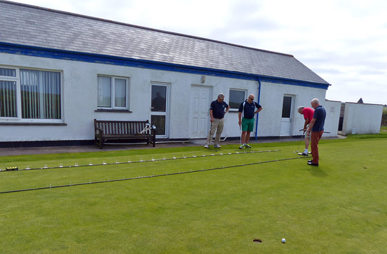 Putting competition at Ocean BMW's Charity Golf Day 2013